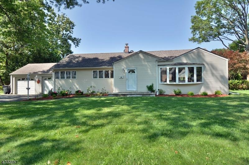 Maison unifamiliale pour l à louer à 14 PITCAIRN Avenue Ho Ho Kus, New Jersey 07423 États-Unis
