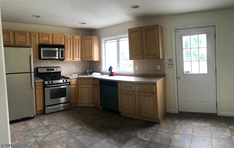 Casa Unifamiliar por un Alquiler en 120 Mill Street Belleville, Nueva Jersey 07109 Estados Unidos