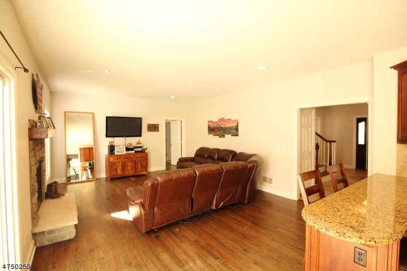 Additional photo for property listing at 33 Fawn Hollow Drive 33 Fawn Hollow Drive Newton, New Jersey 07860 Vereinigte Staaten
