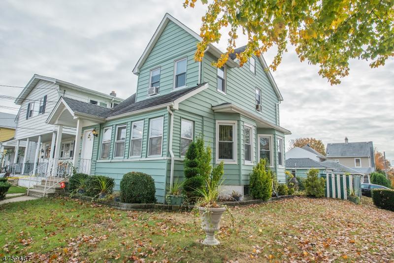 واحد منزل الأسرة للـ Sale في 43 E 2nd Street 43 E 2nd Street Clifton, New Jersey 07011 United States
