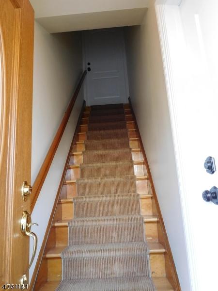 Частный односемейный дом для того Аренда на 323 8th Street Carlstadt, Нью-Джерси 07072 Соединенные Штаты