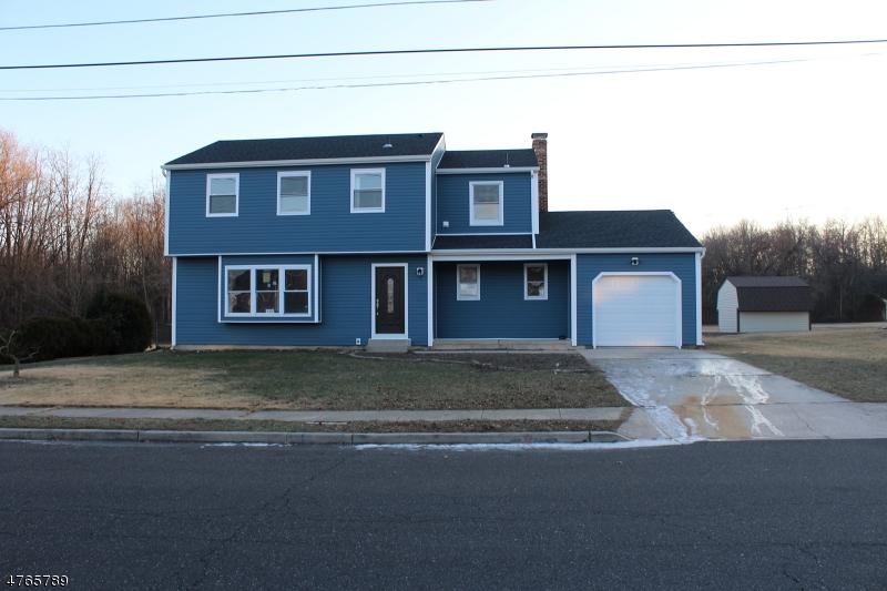 واحد منزل الأسرة للـ Sale في 148 Glenwood Avenue 148 Glenwood Avenue Burlington City, New Jersey 08016 United States