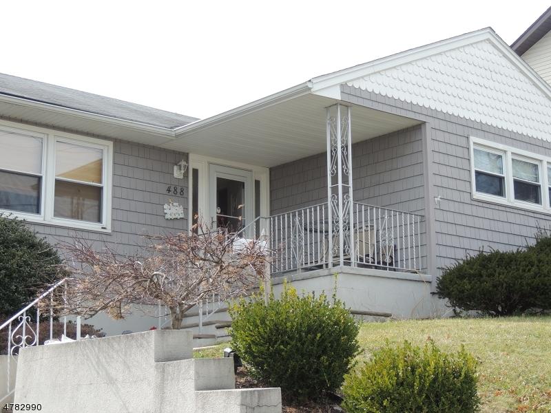 独户住宅 为 销售 在 488 Columbia Blvd Wood Ridge, 新泽西州 07075 美国