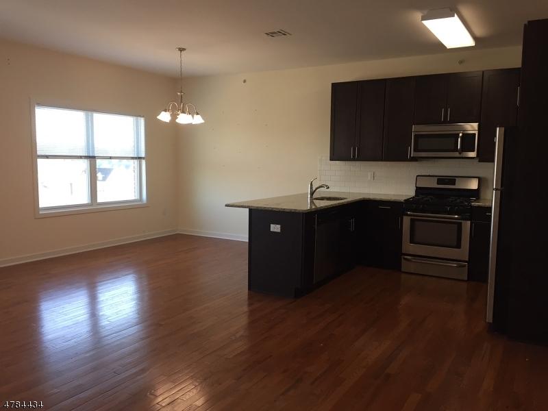 Condominio/ Casa de pueblo por un Alquiler en 12 Ridgedale Avenue Morristown, Nueva Jersey 07960 Estados Unidos