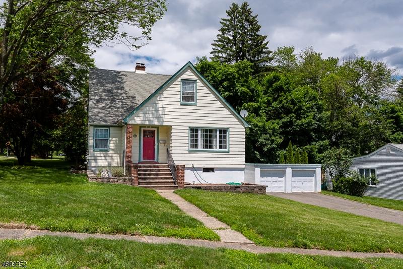 Nhà ở một gia đình vì Bán tại 60 BEECH Street Cedar Grove, New Jersey 07009 Hoa Kỳ