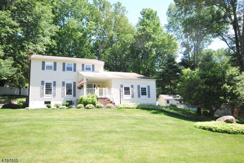 Casa para uma família para Venda às 130 Overlook Road Andover, Nova Jersey 07860 Estados Unidos