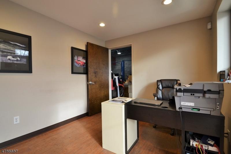 Commercial pour l à louer à 300 Colfax Avenue Clifton, New Jersey 07013 États-Unis