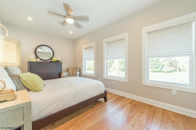 Additional photo for property listing at 25 Stonybrook Circle  Fairfield, New Jersey 07004 Amerika Birleşik Devletleri