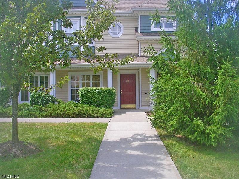 Condo / Casa geminada para Venda às 155 OLD FARM Drive Allamuchy, Nova Jersey 07838 Estados Unidos