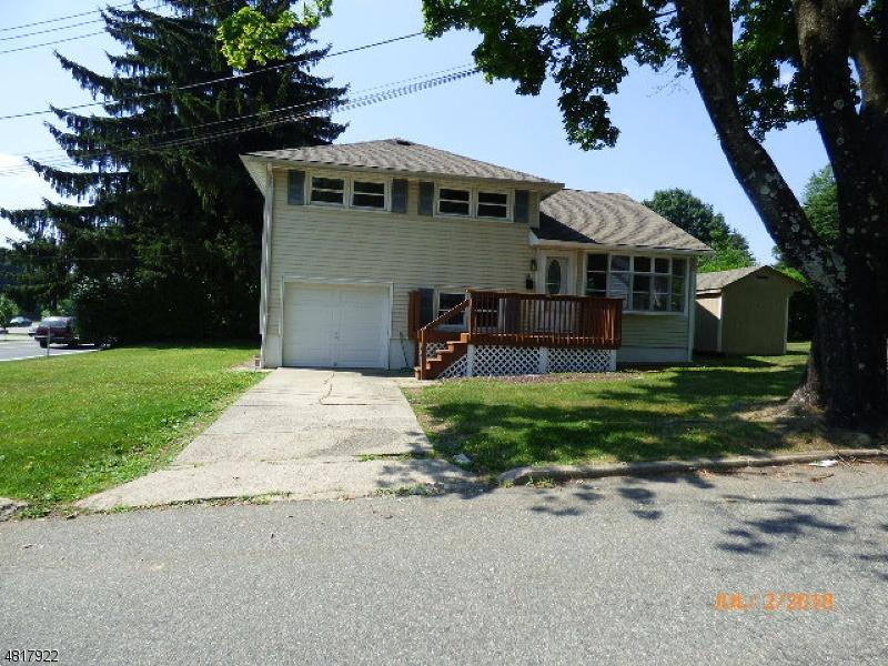 Maison unifamiliale pour l Vente à 100 OAK Street Hackettstown, New Jersey 07840 États-Unis