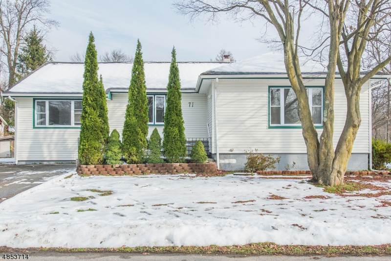 Villa per Vendita alle ore 71 GREEN BROOK Drive West Milford, New Jersey 07480 Stati Uniti