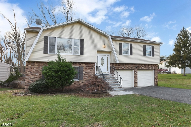 Single Family Home for Sale at 314 Kastler Ct 314 Kastler Ct New Milford, New Jersey 07646 United States