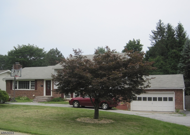 Частный односемейный дом для того Продажа на 103 RYERSON Avenue Newton, Нью-Джерси 07860 Соединенные Штаты