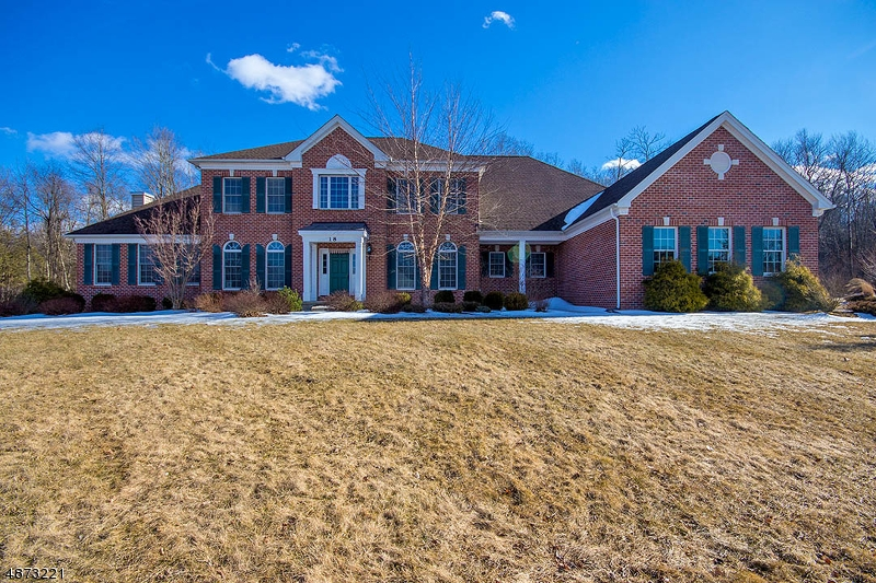 Single Family Home for Sale at 18 High Ridge Lane 18 High Ridge Lane Frankford Township, New Jersey 07822 United States