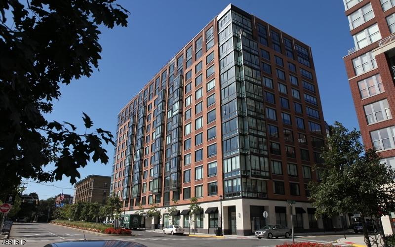Condo / Casa geminada para Venda às 1100 MAXWELL Lane Hoboken, Nova Jersey 07030 Estados Unidos