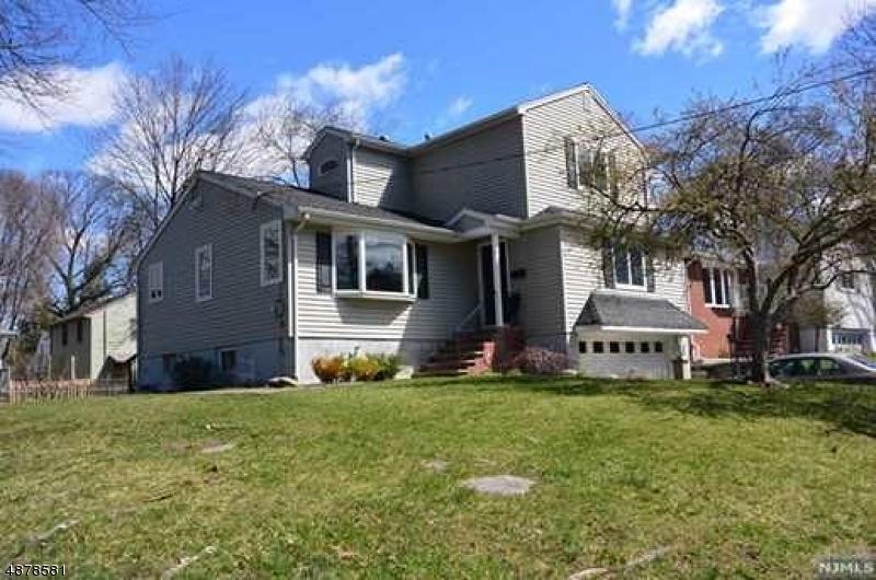 Частный односемейный дом для того Продажа на 15 GRAND Avenue Waldwick, Нью-Джерси 07463 Соединенные Штаты