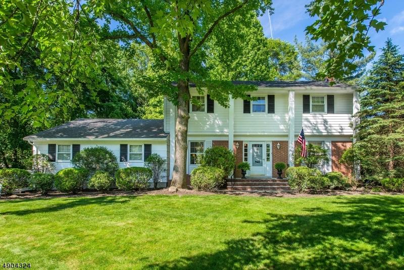 Single Family Homes pour l Vente à Address Not Available Roseland, New Jersey 07068 États-Unis