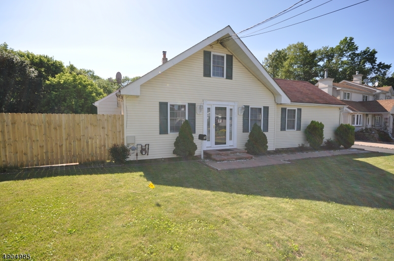 Single Family Homes للـ Sale في Manville, New Jersey 08835 United States