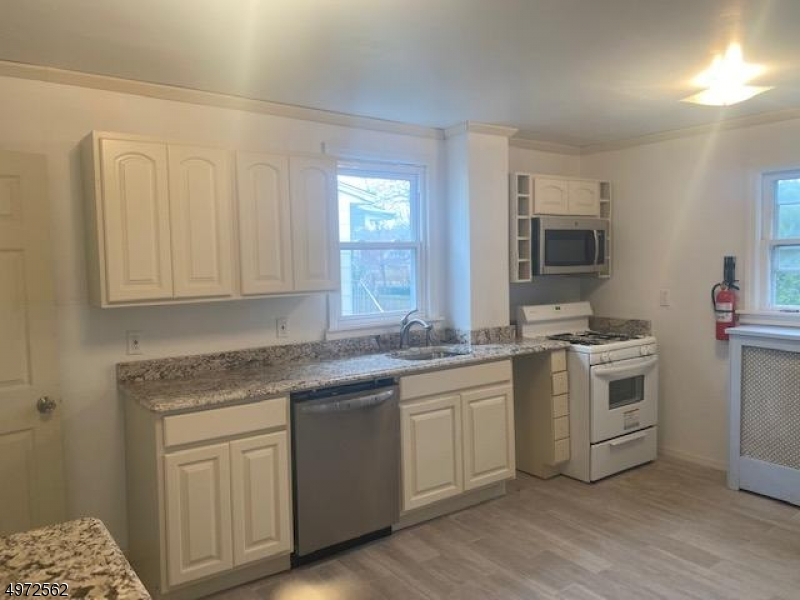 Additional photo for property listing at  Waldwick, New Jersey 07463 Vereinigte Staaten