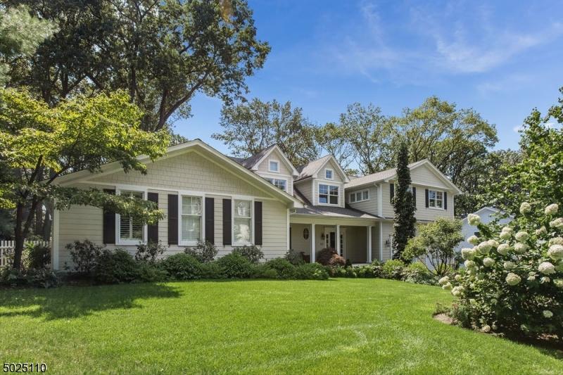 Single Family Homes для того Продажа на Montclair, Нью-Джерси 07043 Соединенные Штаты