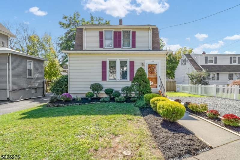 Single Family Homes pour l Vente à Bound Brook, New Jersey 08805 États-Unis