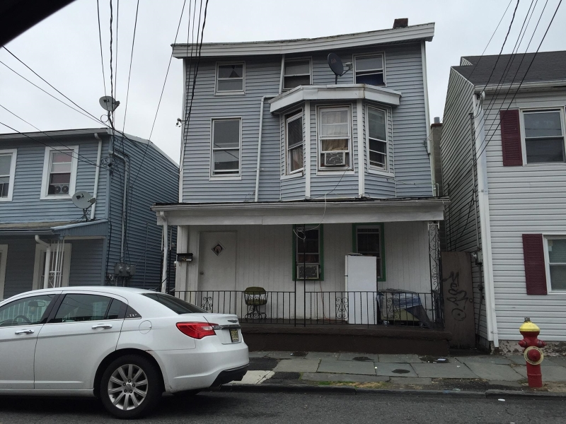 Additional photo for property listing at 69 Beech Street  Paterson, Нью-Джерси 07501 Соединенные Штаты