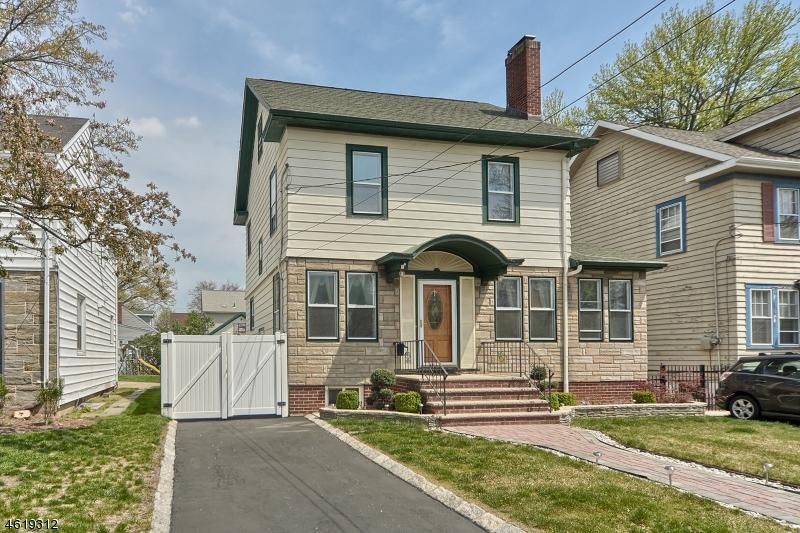Maison unifamiliale pour l Vente à 1051-1053 HARDING Road Elizabeth, New Jersey 07208 États-Unis
