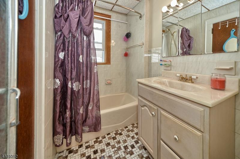Additional photo for property listing at 1051-1053 HARDING Road  Elizabeth, New Jersey 07208 États-Unis
