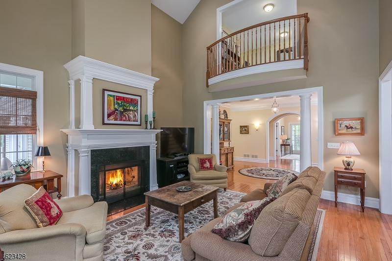 Частный односемейный дом для того Продажа на 1122 Califon-Cokesbury Road Lebanon, 08833 Соединенные Штаты
