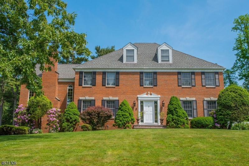 Single Family Home for Sale at 1 Strawberry Hill Court Montvale, New Jersey 07645 United States