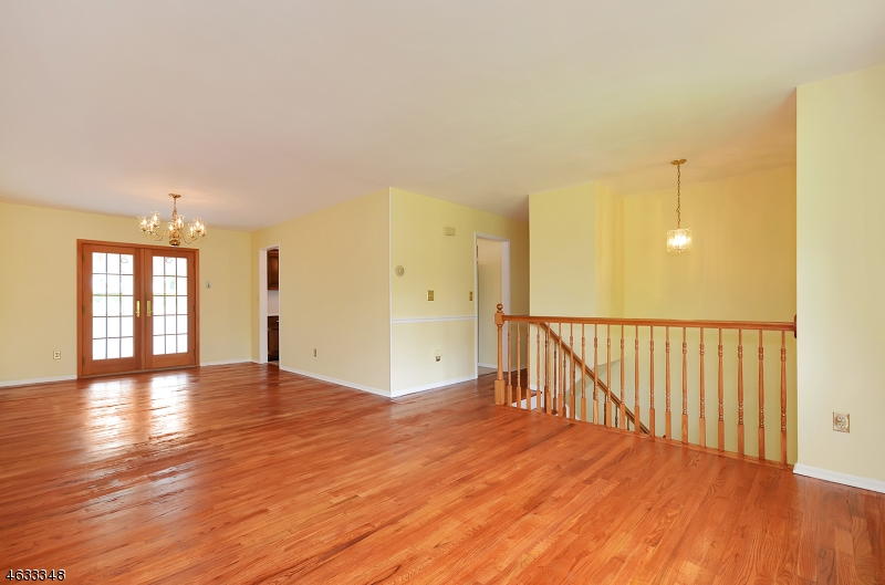 Additional photo for property listing at 8 Lingert Avenue  Clinton, New Jersey 08809 États-Unis