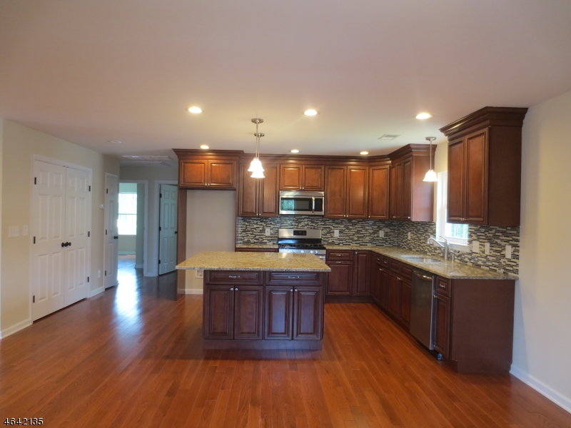 Additional photo for property listing at 220 Prospect Street  South Bound Brook, 新泽西州 08880 美国