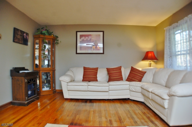 Additional photo for property listing at 14 Birchwood Pass  West Milford, New Jersey 07480 États-Unis