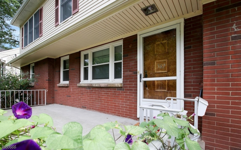 Maison unifamiliale pour l Vente à 367 Retford Avenue Cranford, New Jersey 07016 États-Unis