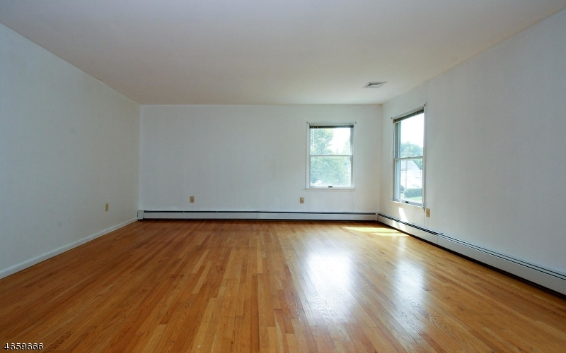 Additional photo for property listing at 367 Retford Avenue  Cranford, New Jersey 07016 États-Unis