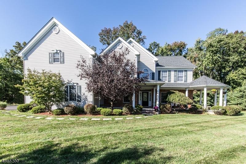 واحد منزل الأسرة للـ Sale في 2 Windy Top Lane Chester, New Jersey 07930 United States
