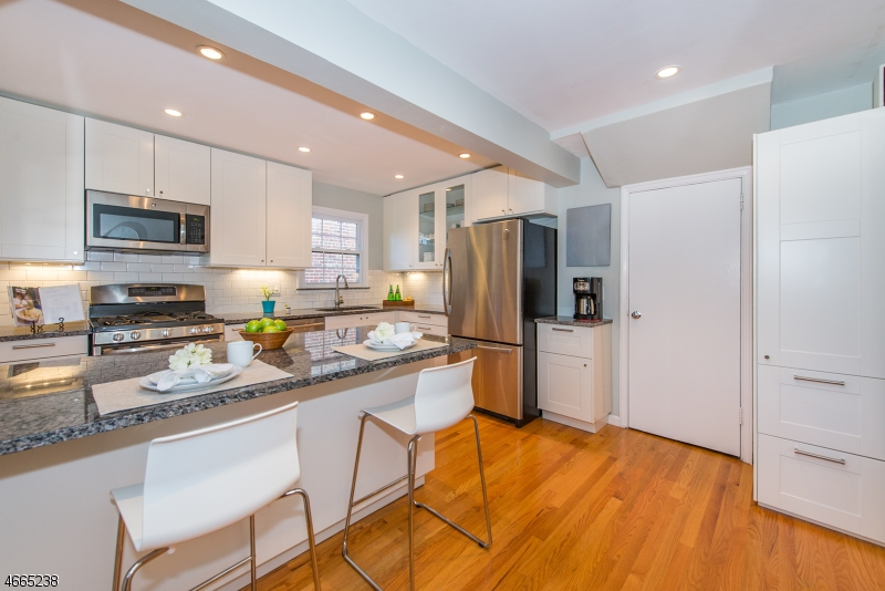 Additional photo for property listing at 23 Sussex Road  Clifton, New Jersey 07012 États-Unis