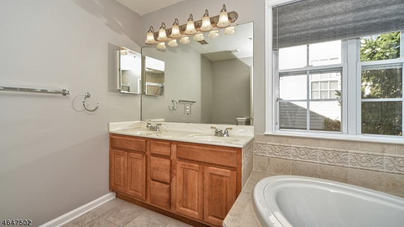 Additional photo for property listing at 118 Mountainside Drive  Pompton Lakes, Нью-Джерси 07442 Соединенные Штаты