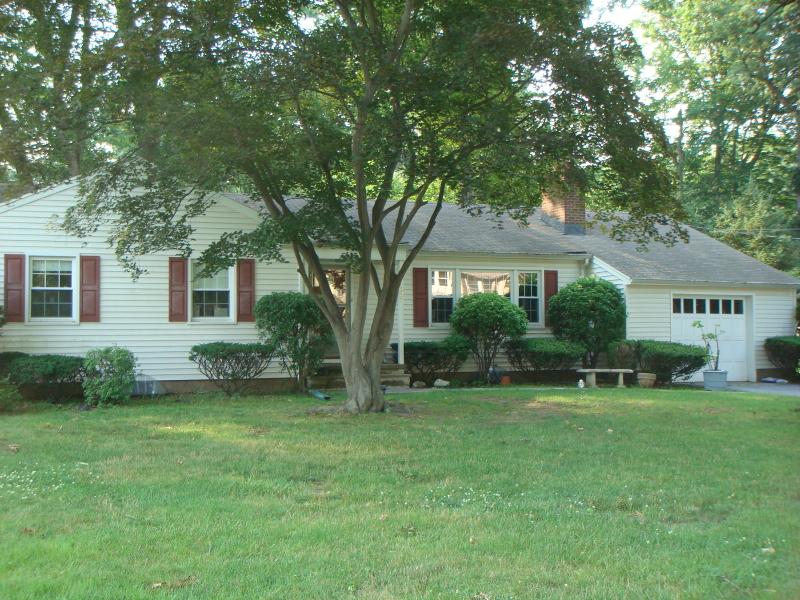 Casa Unifamiliar por un Alquiler en 327 Martom Road Wyckoff, Nueva Jersey 07481 Estados Unidos