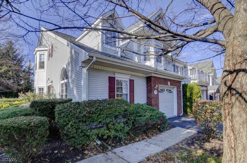 Частный односемейный дом для того Продажа на 212 AMETHYST WAY Franklin Park, 08823 Соединенные Штаты
