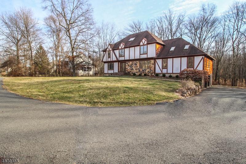 Частный односемейный дом для того Продажа на 163 Cottage Pl W Gillette, Нью-Джерси 07933 Соединенные Штаты