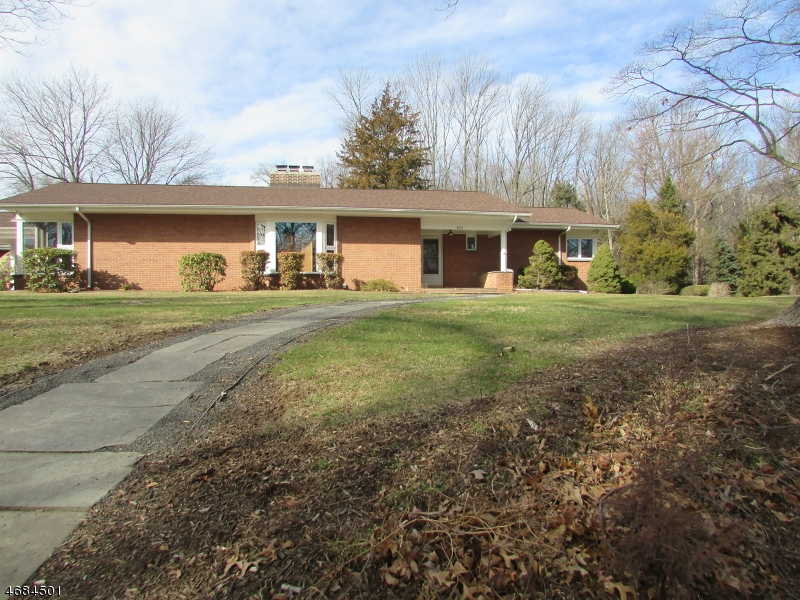 Частный односемейный дом для того Продажа на 805 Watchung Road Bound Brook, Нью-Джерси 08805 Соединенные Штаты