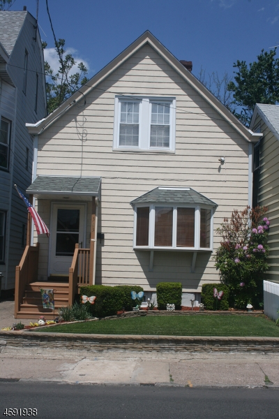 Single Family Home for Sale at 303 Burhans Avenue Haledon, New Jersey 07508 United States