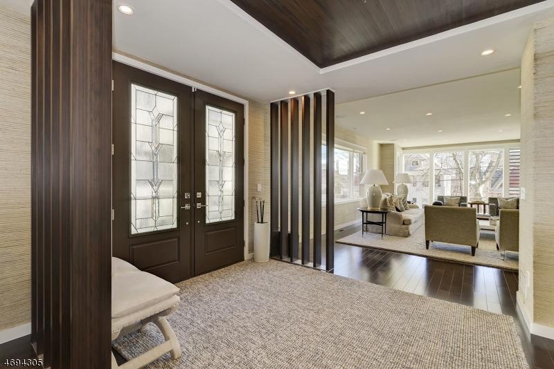 Maison unifamiliale pour l Vente à 398 Undercliff Avenue Edgewater, New Jersey 07020 États-Unis