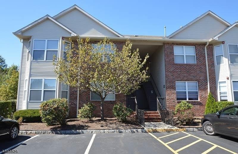 Casa Unifamiliar por un Alquiler en 17 Sharon Drive East Hanover, Nueva Jersey 07936 Estados Unidos