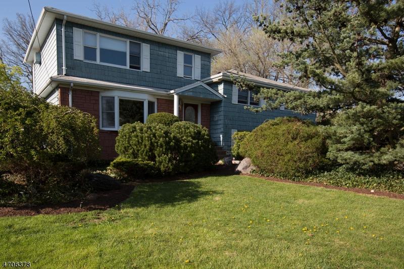 Maison unifamiliale pour l Vente à 252 Cornwall Road Glen Rock, New Jersey 07452 États-Unis