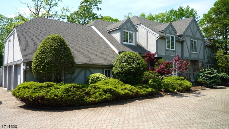 Single Family Home for Sale at 10 Carmella Court Cedar Grove, New Jersey 07009 United States