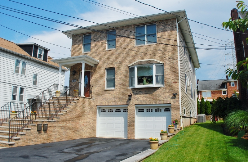 Casa Unifamiliar por un Alquiler en 56 Newark Place Belleville, Nueva Jersey 07109 Estados Unidos