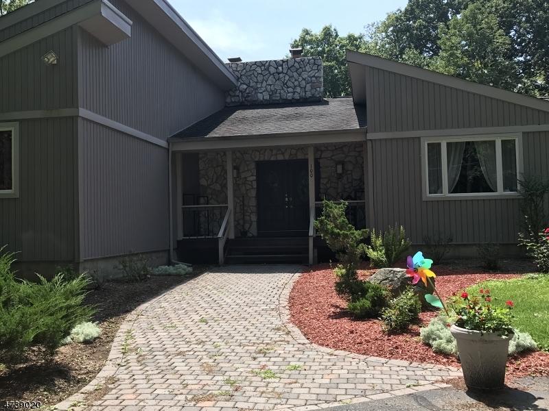 Einfamilienhaus für Verkauf beim 100 Ballantine Road 100 Ballantine Road Andover Township, New Jersey 07821 Vereinigte Staaten