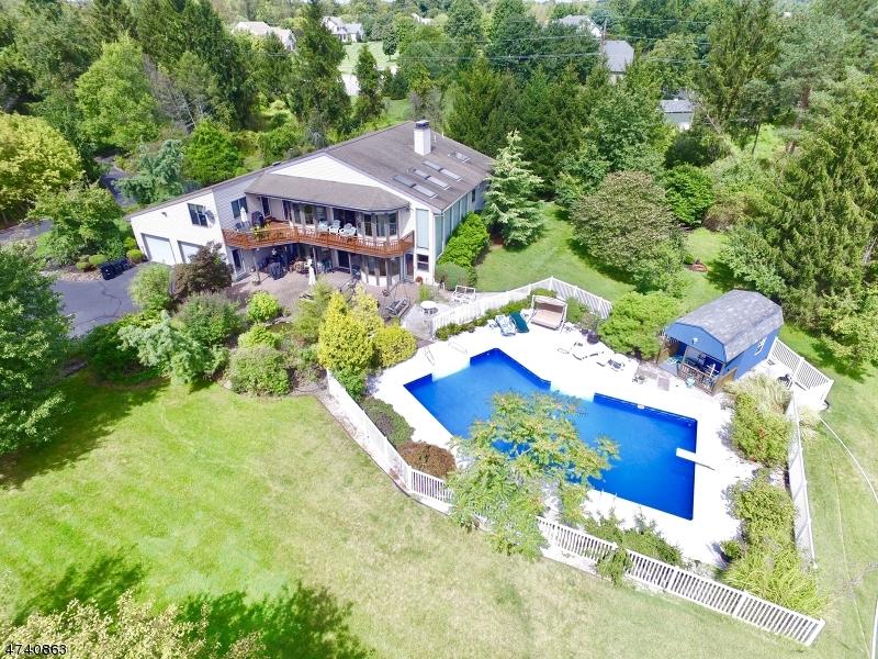 واحد منزل الأسرة للـ Sale في 11 Bristol Court 11 Bristol Court Clinton Township, New Jersey 08801 United States